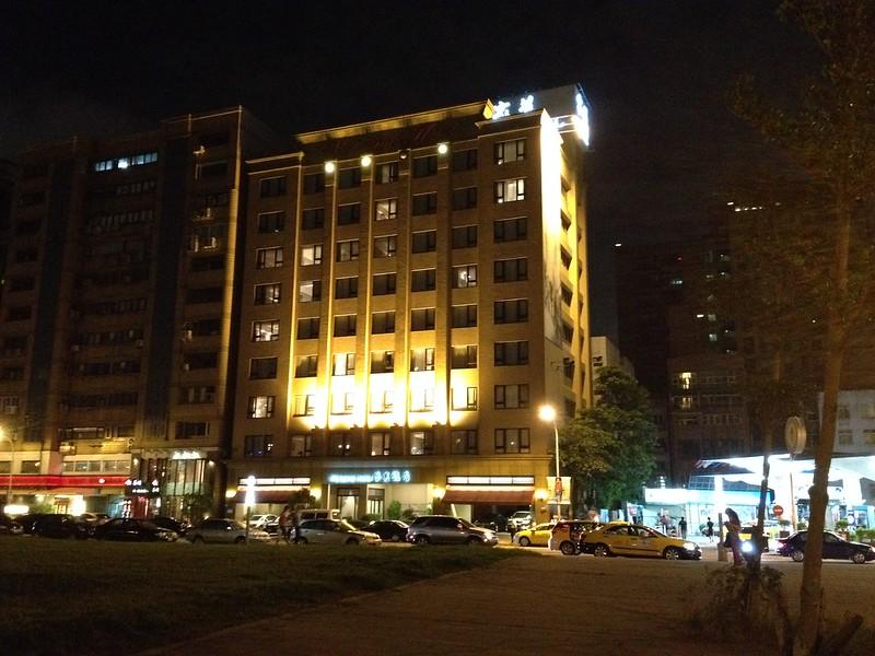 Welcome Hotel Taipei 夜景 by haruhiko_iyota