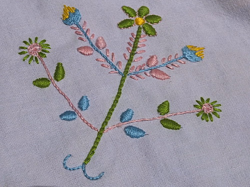 Reproduction of old embroidery from Paredes de Coura