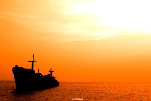 sunset orange boat persian tramonto iran persia nave kish arancione hormozgan greatphotographers thebestofday gününeniyisi bestcapturesaoi elitegalleryaoi mygearandme mygearandmepremium mygearandmebronze mygearandmesilver mygearandmegold navegreca