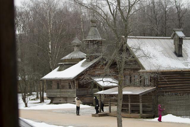 En kirke og en hytte