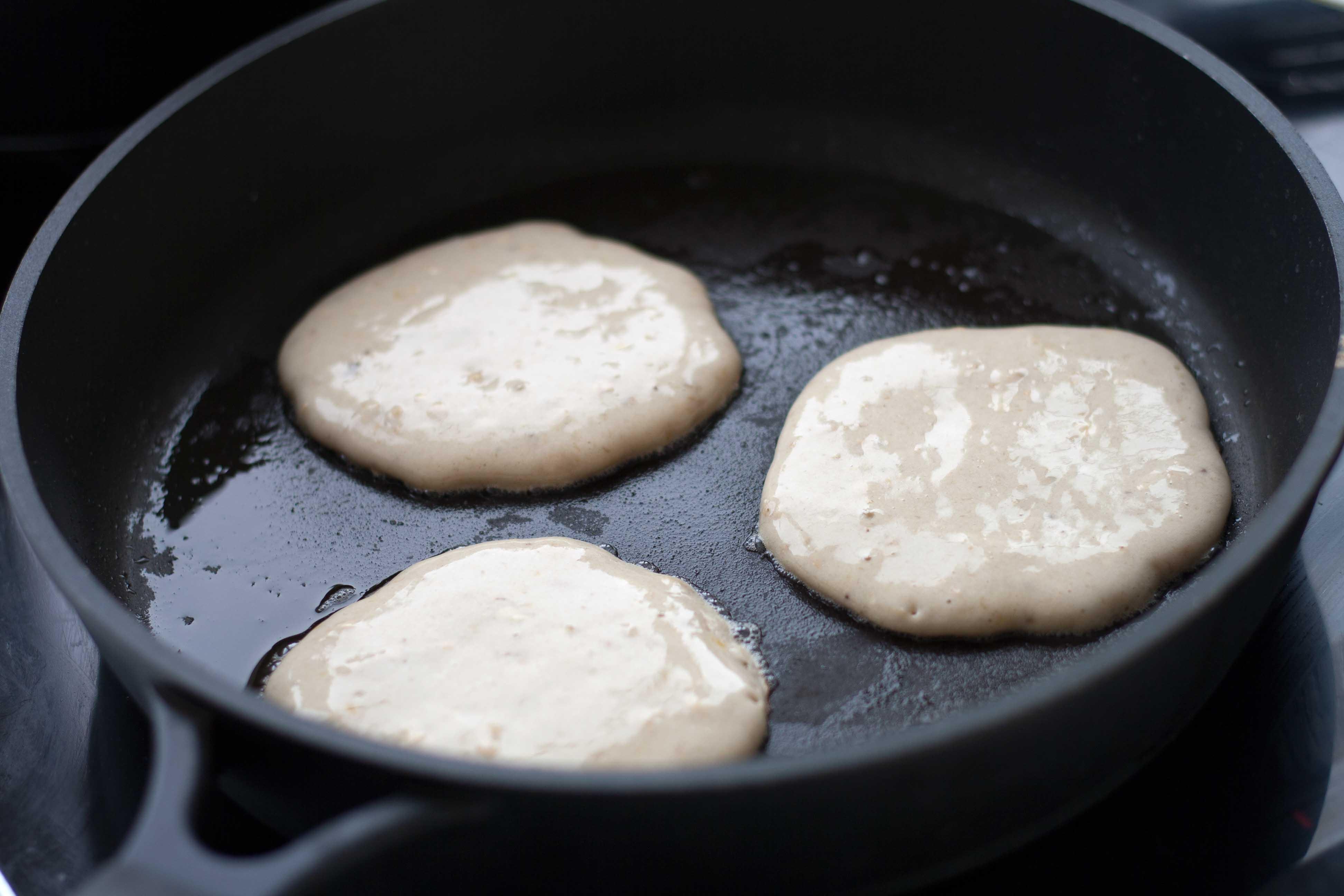 Opskrift på nemme hjemmelavede sunde pandekager med banan
