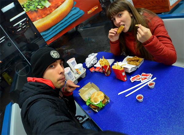 Comiendo comida basura en Estados Unidos