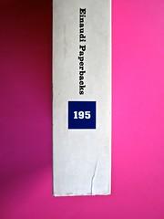 Soglie, di Gérard Genette. Einaudi 1989. Responsabilità grafica non indicata [Munari]. Dorso (part.), 1