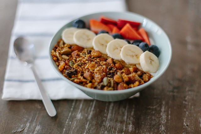 How to make nutty granola