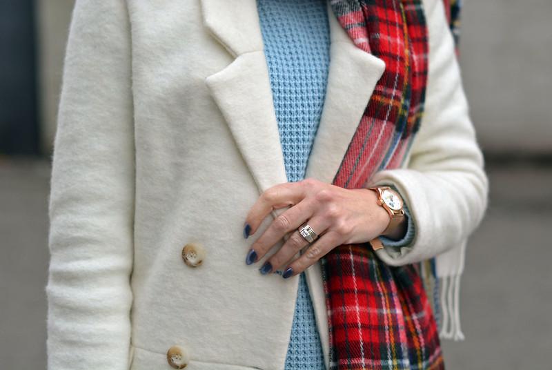 Winter style: White coat, tartan scarf