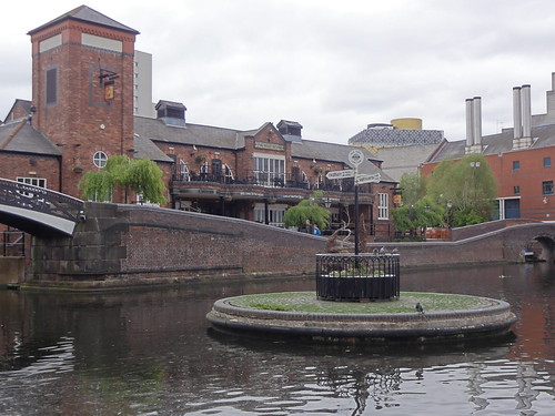 Canal Island and Pub