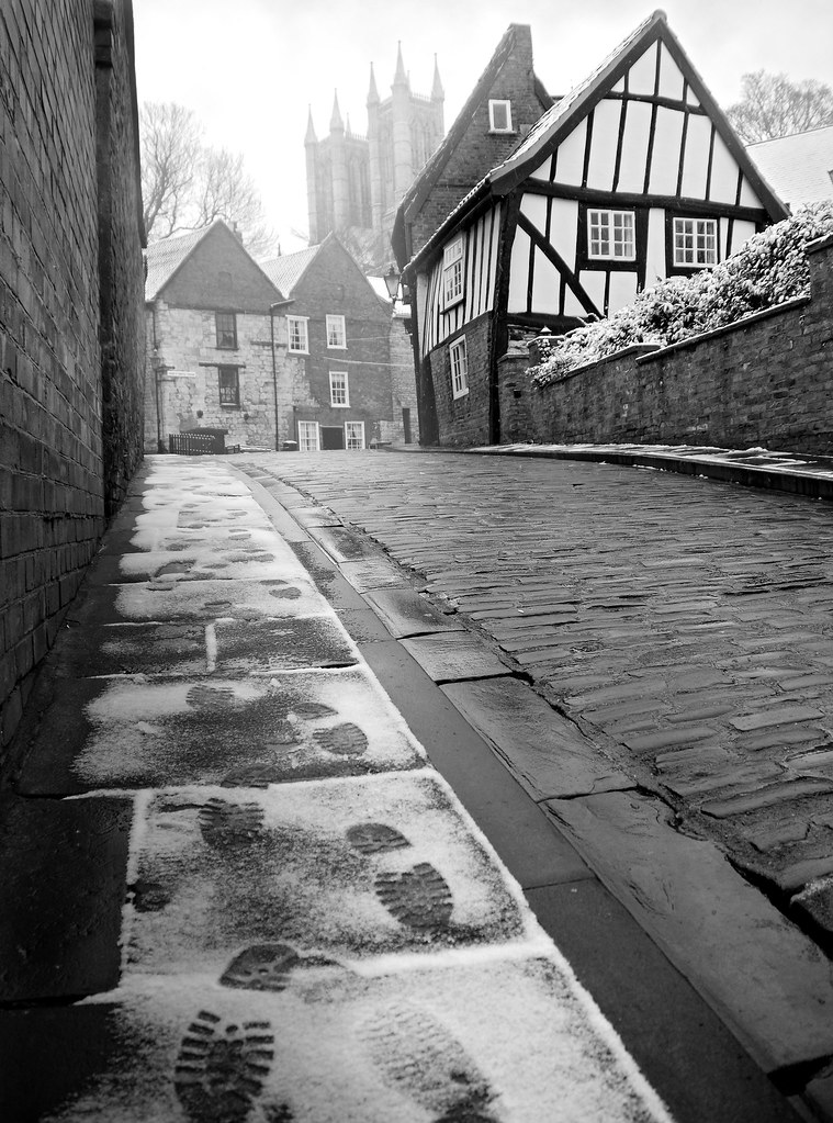 snowy footsteps, footsteps, tracks, lincoln, lincoln cathedral, snow, winter