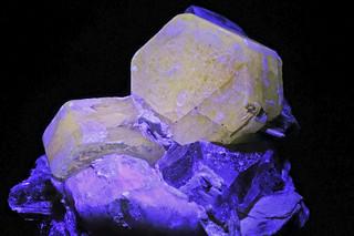 fluorapatite, quartz var. smoky quartz, feldspar var. orthoclase under UVL
