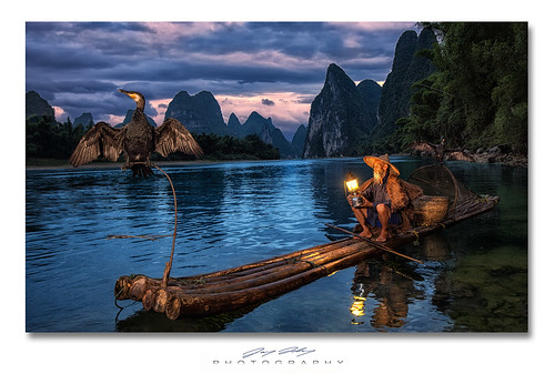 china river liriver fishing nikon guilin yangshuo traditional bamboo remote raft lantern speedlight softbox 1635 d4 karstpeaks profoto xingping cormorantfisherman sb900 twtmesiconoftheday