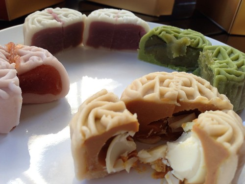 Yan Ting's Snowskin Mooncakes - Cut & ready to eat (2013 edition)