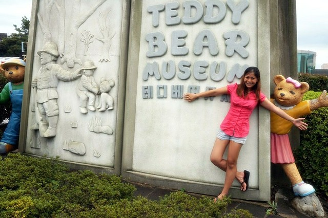 Teddy bear museum -  rebecca saw blog