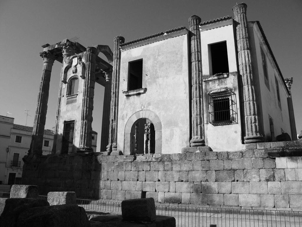 Templo de Diana_restauración_Palacio de los corbos