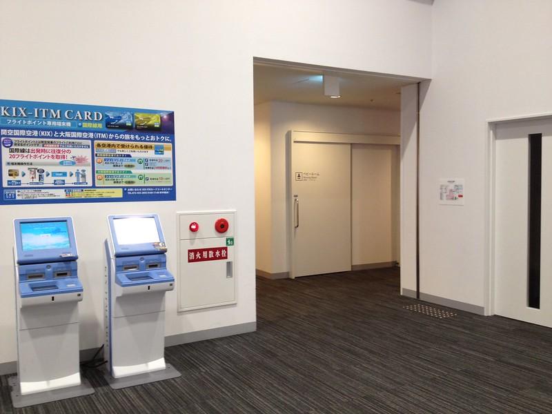 手前の右隅にトイレ by haruhiko_iyota