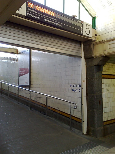 Automated sign, Flinders Street Station, Elizabeth Street subway