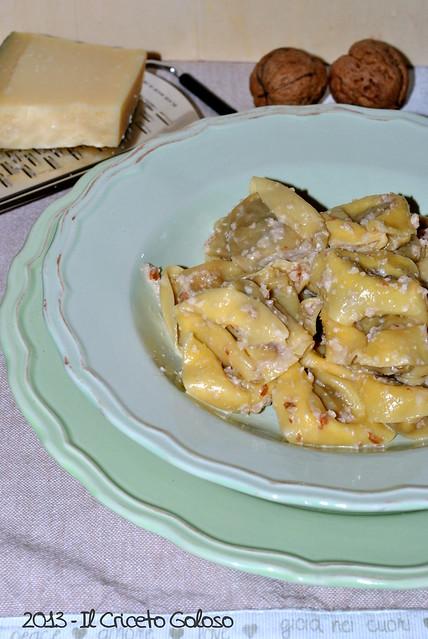 Ravioli ai funghi porcini con salsa di noci (4)