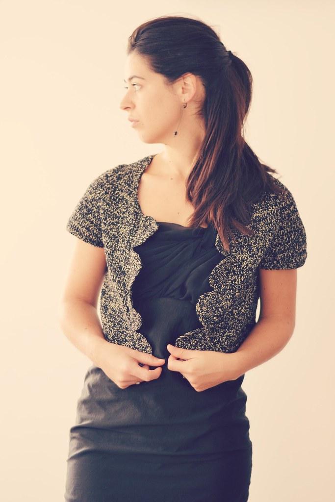 Veste en crochet noir et or