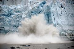 Hubbard Glacier calving Alaska per Bernard Spragg. NZ a Flickr