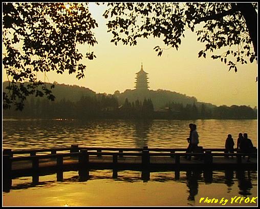 杭州 西湖 (其他景點) - 535 (西湖十景之 柳浪聞鶯 在這裡準備觀看 西湖十景的雷峰夕照 (雷峰塔日落景致)