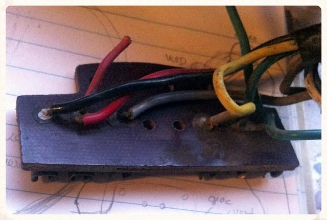 Regleta de conexiones del faro de la Montesa Impala con todos los cables originales soldados