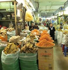 Đồng Xuân market building interior