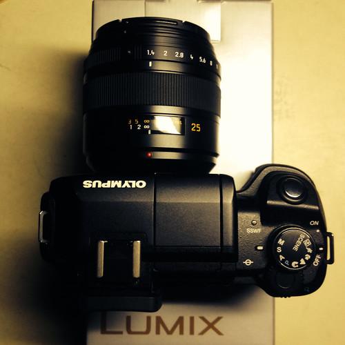 D summilux25mmF1.4 + E-300
