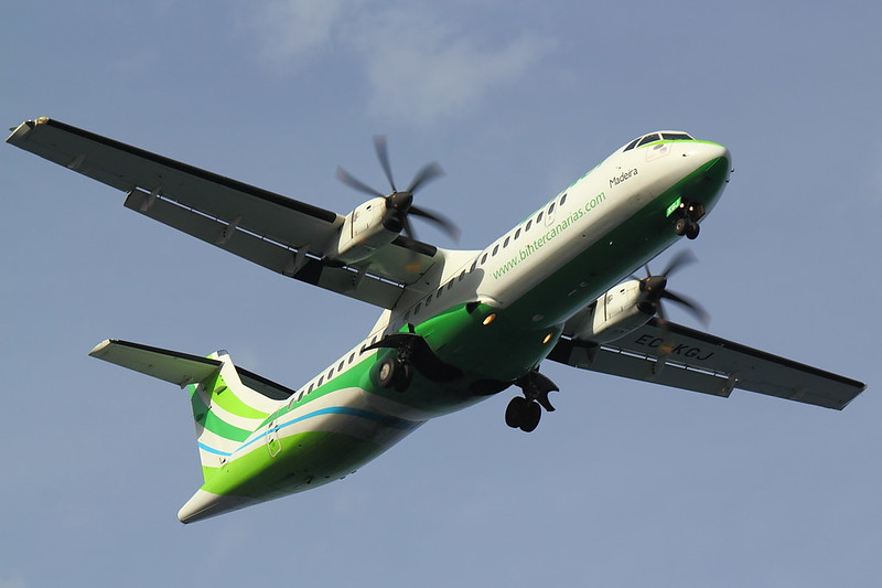 Binter Canarias - AT72 - EC-KGJ (2)