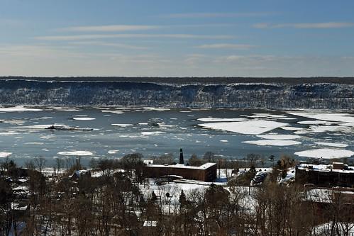 newyorkcity bronx hudsonriver iceflows newjerseypalisades