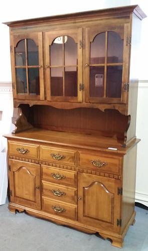 Maple hutch $185