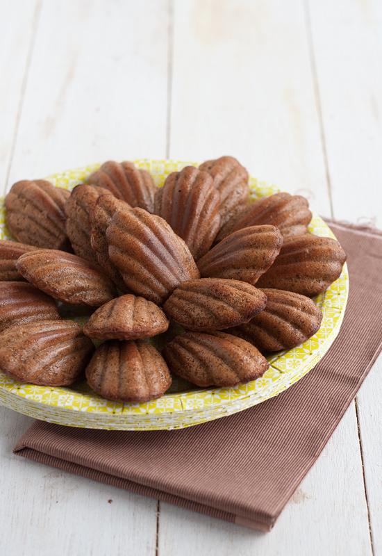 Receta de madeleines de chocolate, café y naranja