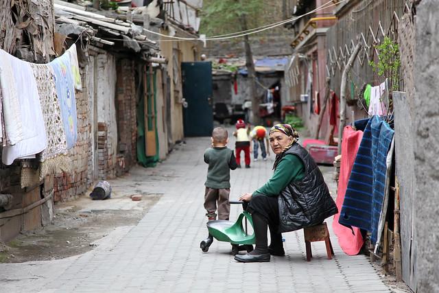 Back alley in Urumqi downtown ウルムチの路地裏