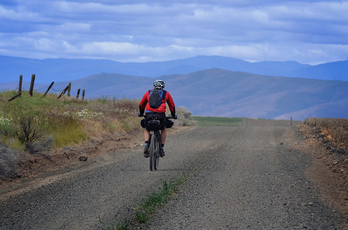 Descending into the familiar Deschutes River valley on our final day