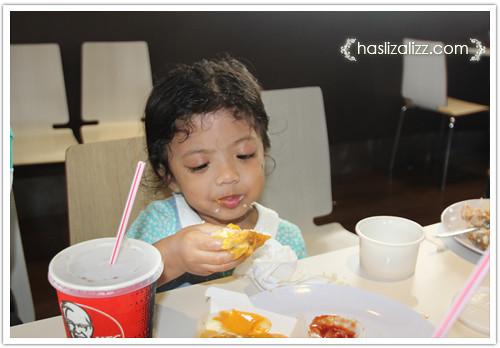 9236180746 6042d57400 Makan KFC dengan sara & Uwais