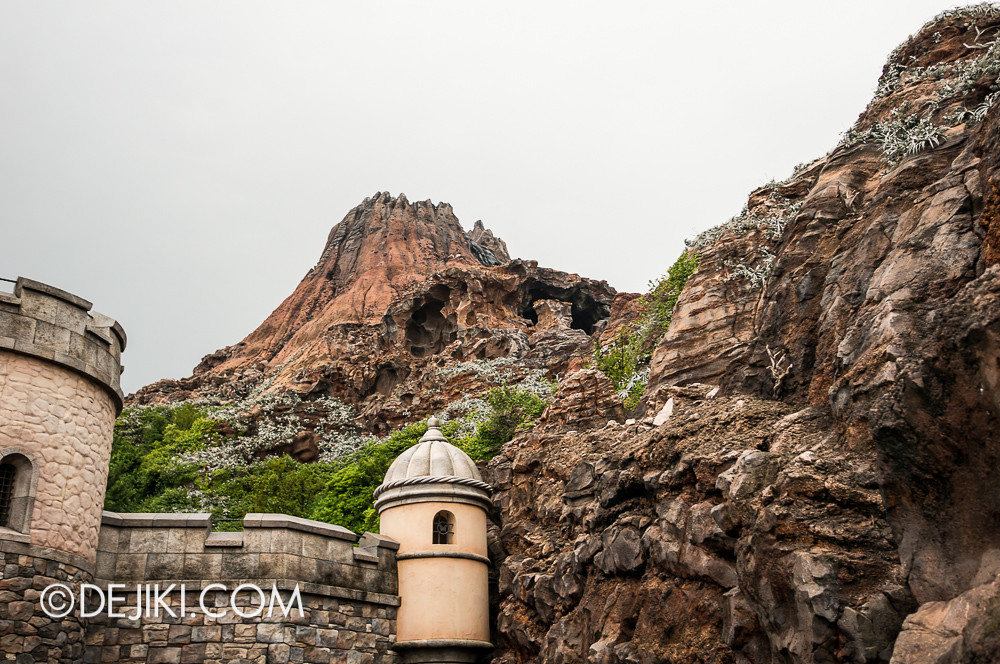 Tokyo DisneySea - Mediterranean Harbor / Fortress Explorations / Gazing at Mount Prometheus