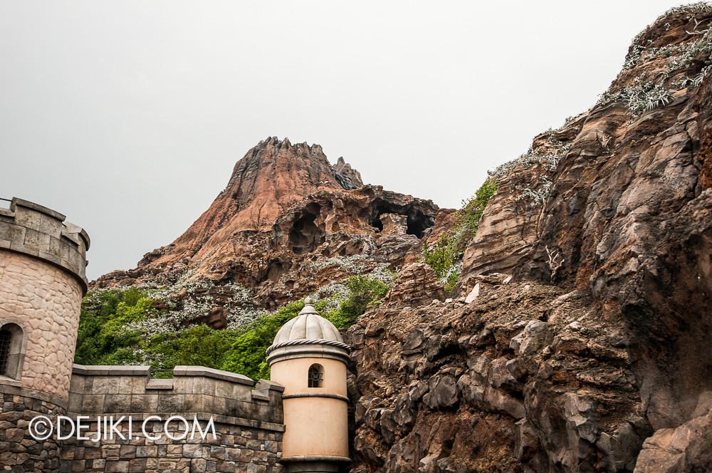 Tokyo DisneySea - Mediterranean Harbor / Fortress Explorations / Gazing at Mount Prometheus