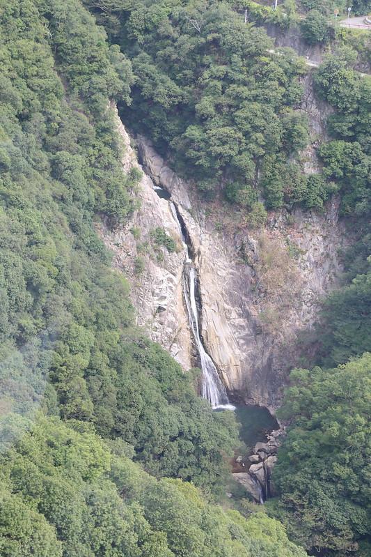 布引ハーブ園ロープウェー途中にある滝