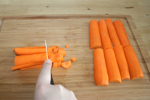 18 - Möhren fein würfeln / Dice carrots