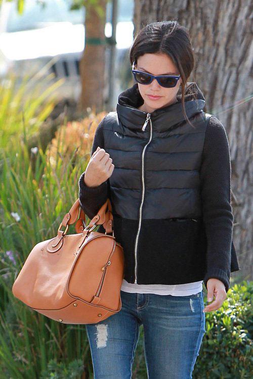 Rachel-Bilson-Walking-LA-2