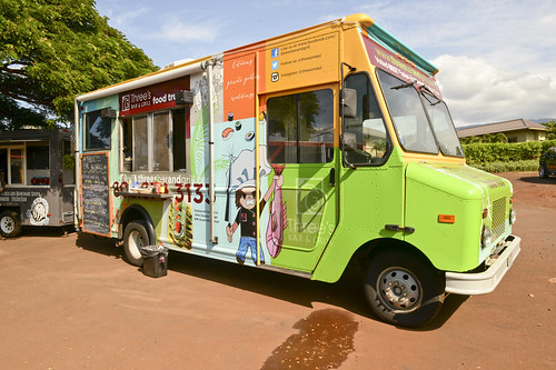 014_threes-bar-and-grill-food-truck_by-Sean-Hower