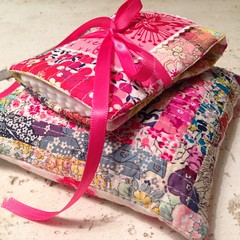 Ahhh, all filled up and ready for use!  #vividfelicity #needlebook #pincushion #libertyoflondon #annamariahorner #voile