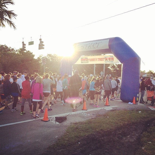 Lots of people running this morning!! #5k #running #tamarac #turkeytrot #thanksgiving