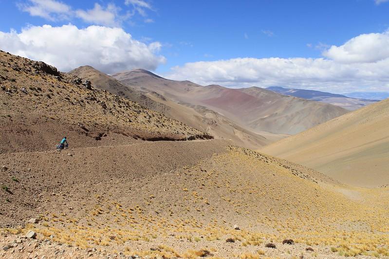 Descending from colourful Paso Cortaderas