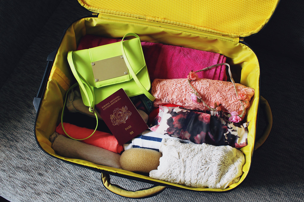 smart packing, how to pack a suitcase, easy packing