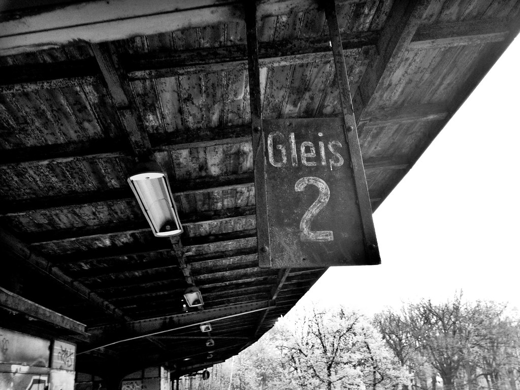 Underground Guide to Berlin with everything you need to know about the Bahnhof Siemesstadt - Fotostrasse #7