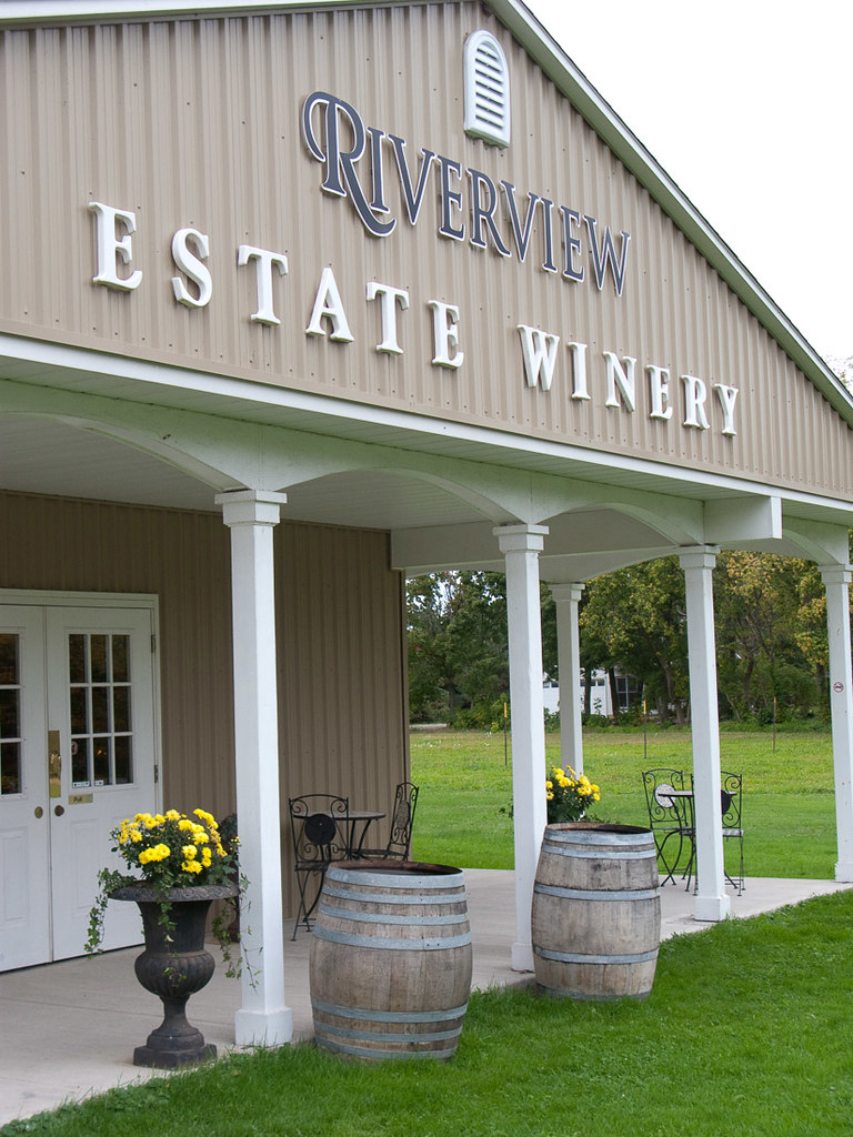 Front of Riverview Cellars Winery in Niagara Falls