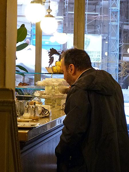 petit café au comptoir