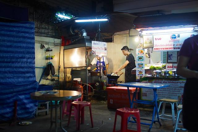 pad thai, street food, Sukhumvit Soi 38, Bangkok, Thailand