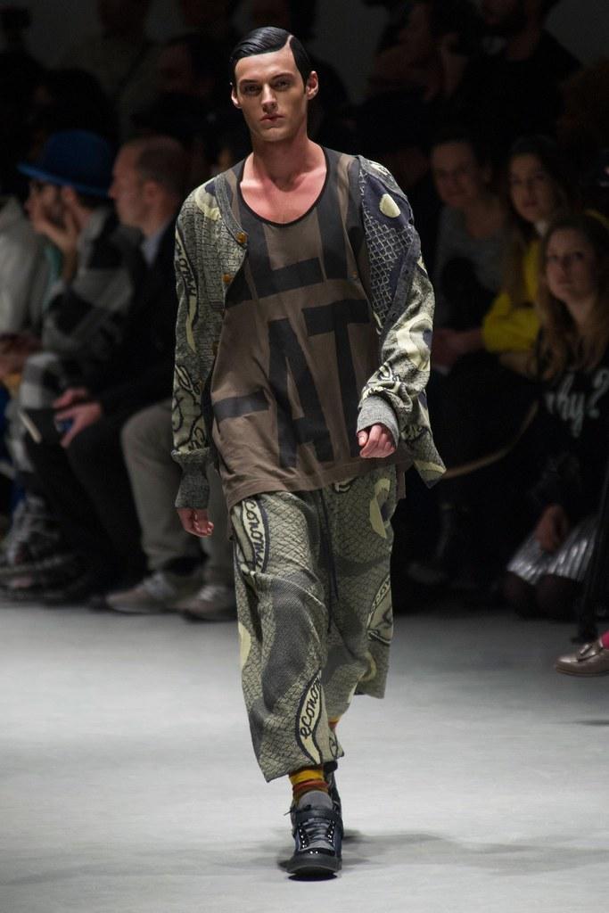 Robbie Wadge3674_2_FW14 Milan Vivienne Westwood(fashionising.com)