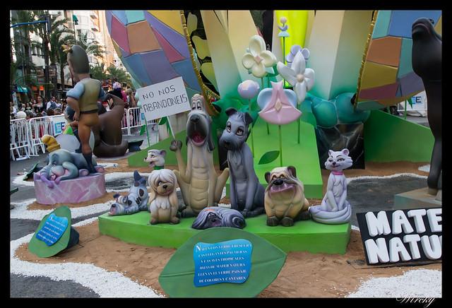 Mejores ninots de hogueras 2015 Alicante - No al abandono de perros y gatos en hoguera Alfonso el Sabio