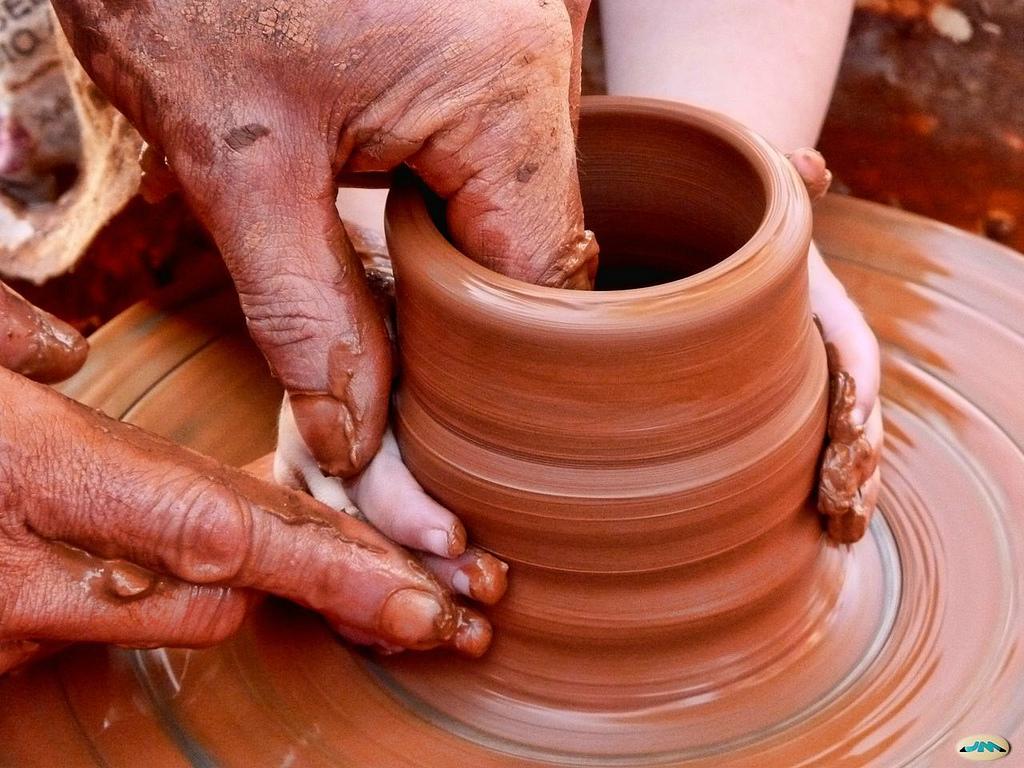 Las manos milagrosas del alfarero. Autor, Juantiagues