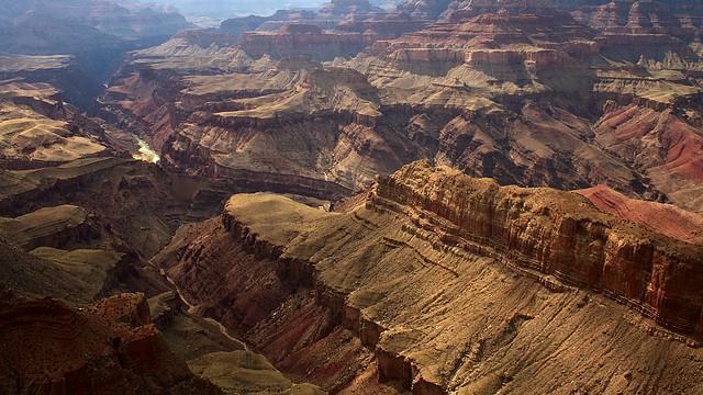 Vue sur le Grand Canyon depuis un belvédère